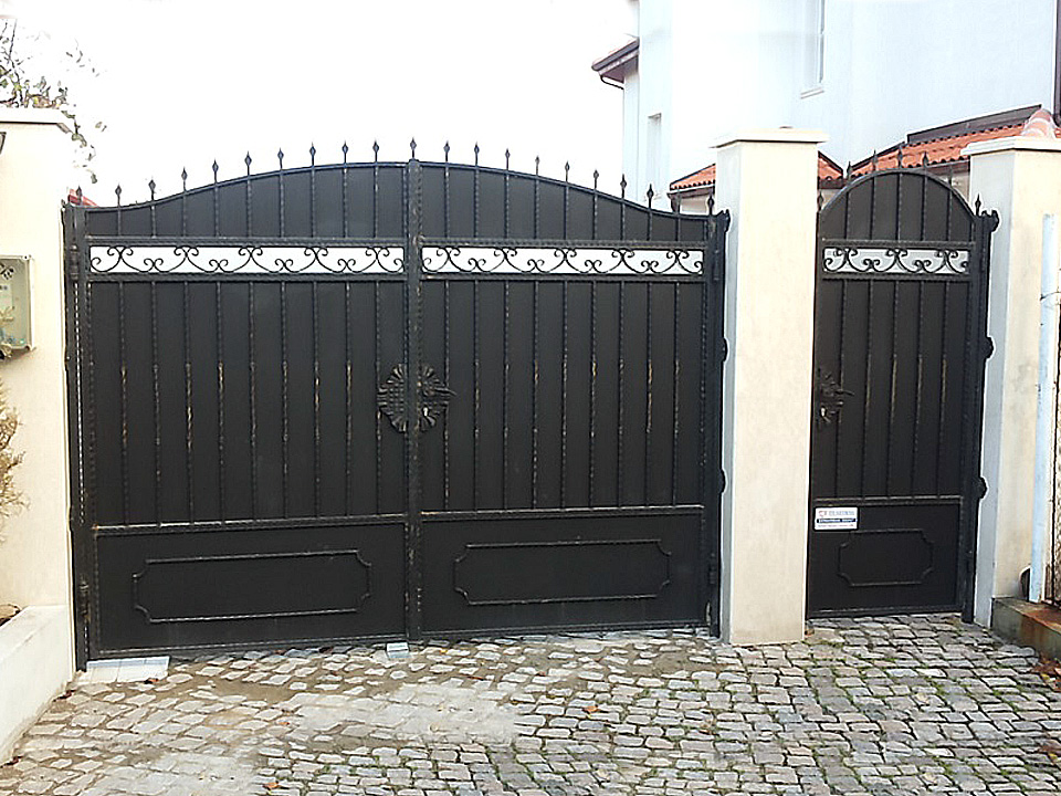 Авотматична Двукрила Врата Варна
