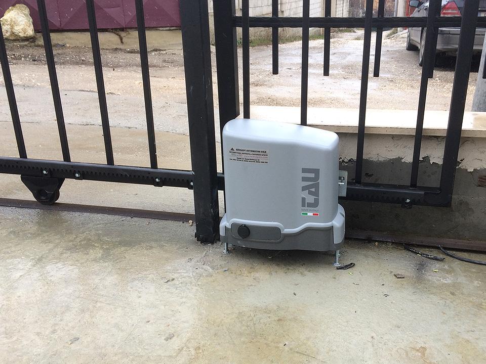 Електромотор за плъзгаща врата.